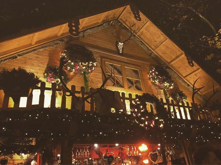Euch einen schönen 1. #Advent  Wir sind heute auf dem #Weihnachtsmarkt in #Hannover  #hhotels #städtetrip #nochdreiwochenendenbisweihnachten #countdowntoxmas #glühwein #bratwurst #entdeckedeutschland #travelgram