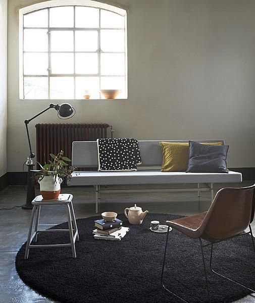 Dotted interior: Black round carpet and pillow with dots #living #room