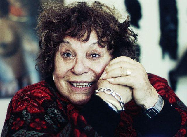Ελληνίδα ηθοποιός, με πληθωρική παρουσία στην τέχνη και «κοφτερό» δημόσιο λόγο. Υπήρξε μία από τις εμβληματικές θεατρίνες της χρυσής εποχής της επιθεώρησης στις δεκαετίες του πενήντα και του εξήντα.
