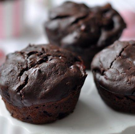 Ezzel a muffinnal nem lehet tévedni, a sok csoki és gyümölcs miatt kicsik és nagyok is nagyon szeretni fogják!