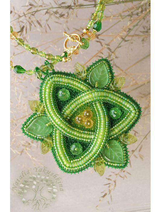 Купить Кулон Triquetra - зеленый, кельтский орнамент, кельтика, Вышивка бисером, triquetra, трикветр, бисер