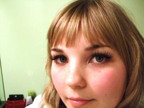 Tutorial on false eyelashes