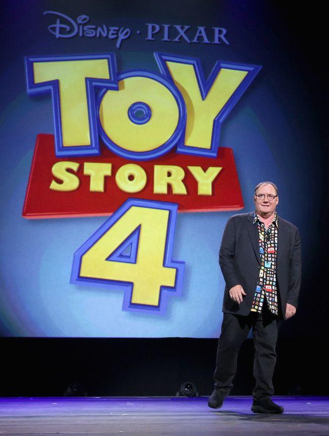 """El anuncio de la cuarta parte.  - En la Expo D23 se anunció, durante el aniversario número 20 de """"Toy Story"""" que habría una cuarta parte que ya no incluiría a Andy pero sí contaría la historia de amor entre Woody y Betty, esta última que no apareció en la tercera parte de """"Toy Story""""."""