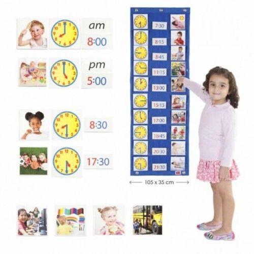 """Panel Akros para planificar las actividades que se realizan a lo largo del día. Permite introducir la noción de """"las horas"""" en formato analógico y digital, a través de las actividades diarias básicas del entorno del niño. Incluye actividades que se realizan en casa de higiene y autonomía y actividades que se realizan en la escuela. Todo con fotografías reales. Válido para formato horario de 12 horas y de 24 horas. Compuesto por: un panel-soporte para la pared (105 x 35 cm) + 156 fic..."""