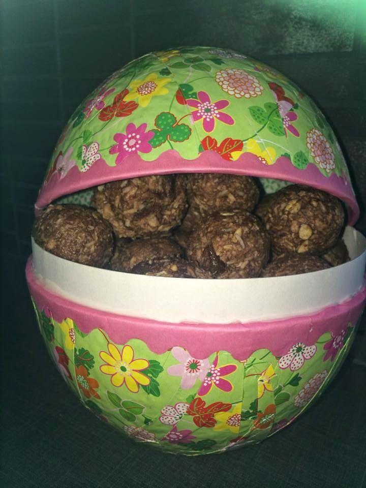 Med dessa goda hälsosmarta och smakrika bollar önskar jag er en riktigt fin PÅSK . Jag älskar dessa bollar i alla dess smaker och f...