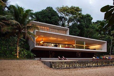 modern beach home. yes please!