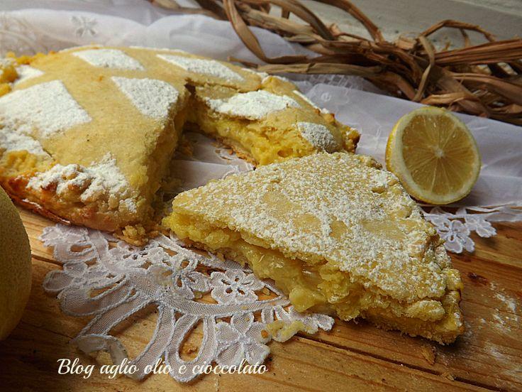 Torta al Limone e Mandorle!! Una vera delizia!! Il sapore intenso del limone,ti conquista immediatamente,gli spicchi del limone sono di un piacevole