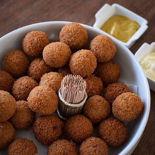Bitterballen met mosterd