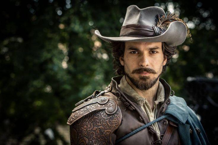 Santiago Cabrera: musketeer