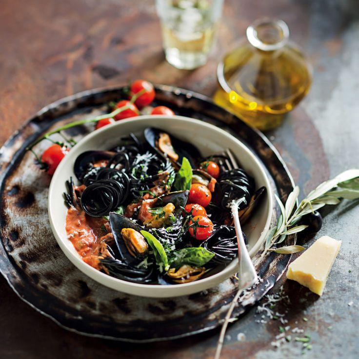 Pasta nero with fresh mussels - MyKitchen