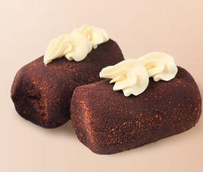 Именно по этому рецепту готовили знаменитую «Картошку» в Советском союзе. На производстве для нее использовали бисквит. Мы можем использовать ванильные сухари или бисквитное печенье (например, «Юбилейное» или «Топленое молоко»), а также испечь бисквит специально для пирожного. Готовится «Картошка» довольно просто и быстро.