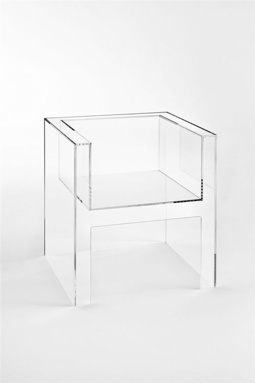 Beauty vs comfort: acrylic armchair  The Invisibles Light - Armchair (2011) - Tokujin Yoshioka