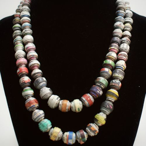 Lovely paper bead necklace! Want!