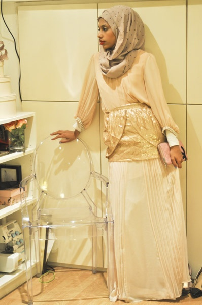 Layering the elegant way! Zinah is wearing a blouse and white long-sleeved shirt by Primark; purse by Chanel; headscarf, maxi skirt and sequined mini skirt by Zara