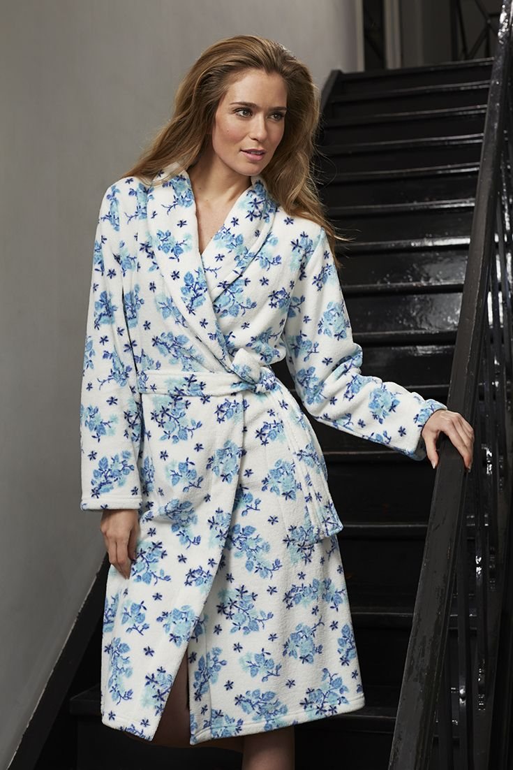 Pastunette soft fleece 'Little Winter Rose Blossom' floral blue & white ladies morninggown