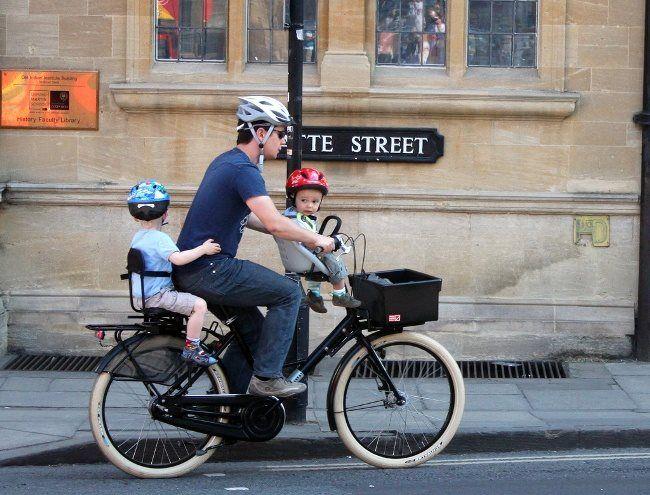 La nova llei de trànsit entra en vigor aquest divendres 9 de maig i imposarà l'obligatorietat del casc en ciutat per a ciclistes menors de 16 anys! I el teu fill, ja té casc? / La nueva ley de tráfico entra en vigor este viernes 9 de mayo y impondrá la obligatoriedad del casco en ciudad para ciclistas menores de 16 años! Y tu hijo, ya tiene casco?