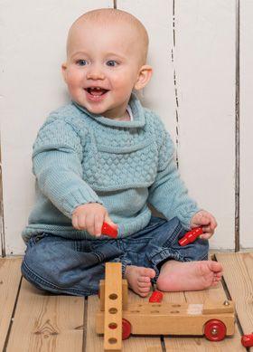 Gratis strikkeopskrifter: Den klassiske bomuldsbluse til små drenge har det populære boblemønster øverst på krop og ærmer
