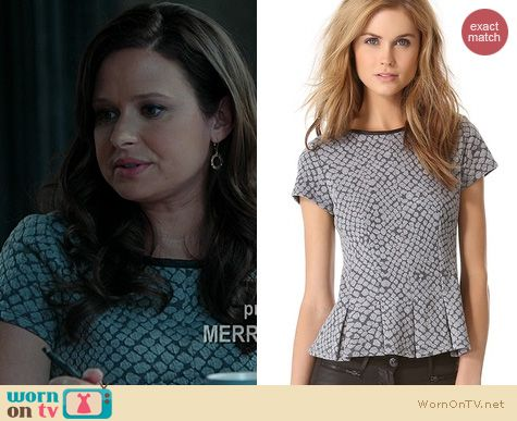 Quinn's grey patterned top on Scandal. Outfit Details: http://wornontv.net/21320 #Scandal #ABC