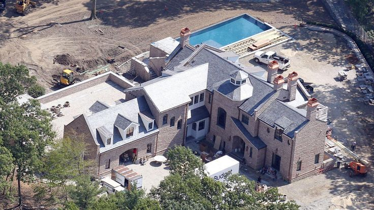 Tom Brady's New House in Brookline | Ready or not!   Here come Tom Brady and Gisele Bundchen.