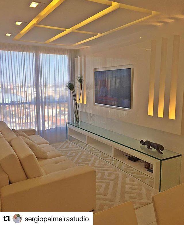 #Repost @sergiopalmeirastudio with @repostapp ・・・ Living ..#saladeesrar#decor#design#decoracao#instadecor#intadesign#tapete#clean#luxurystile #luxurydesign #cristal #