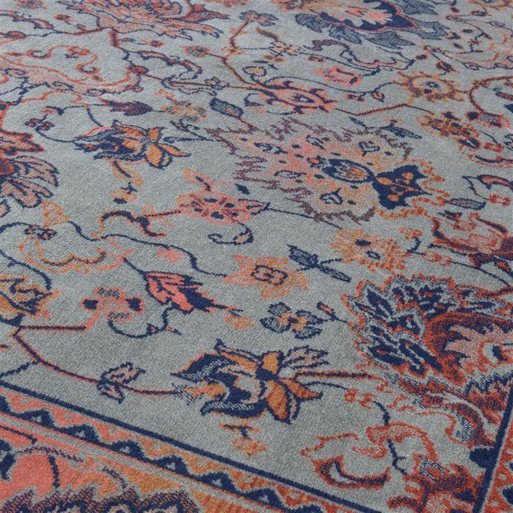 Het Dutchbone Bid vloerkleed bestaat uit een klassiek patroon in gewaagde, heldere kleuren. Laat je niet foppen door de antieke look van dit kleedje; het is van moderne materialen gemaakt! Deze materialen zorgen ervoor dat het kleed slijtvast is!