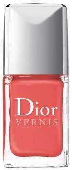Oggi parliamo dei gemellini del secondo smalto Dior Croisette, il n.231 Bikini, un bellissimo color corallo molto estivo e accattivante.