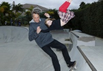 The controversial photo of Tony Hawk & daughter>The controversial question>What business is it of ours? http://ht.ly/genjo @rebeccasparrow