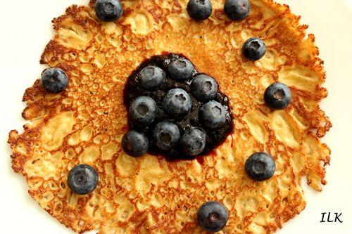 Fullkornpannekaker-med-blåbær