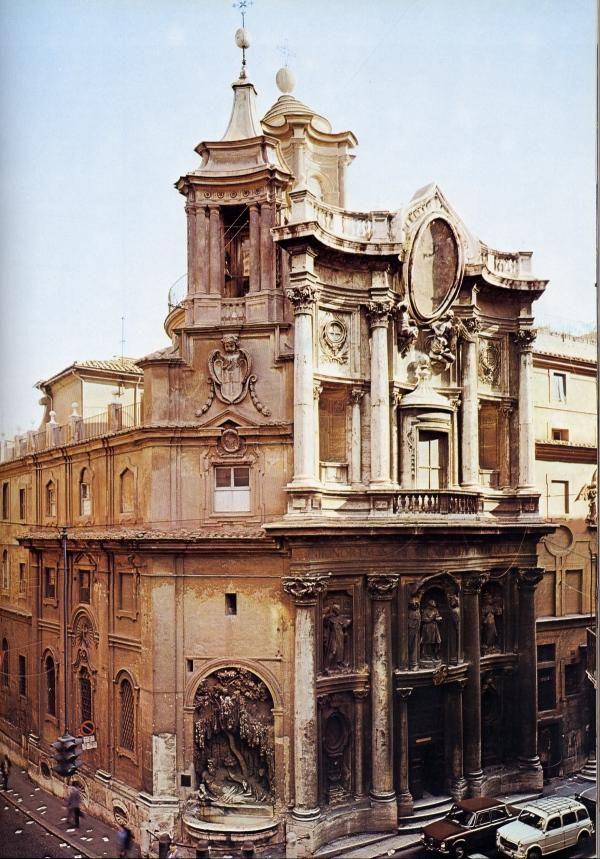 Exterior de la  IGLESIA DE SAN CARLO DE LAS CUATRO FUENTES - Roma (Italia) Arquitecto: Francesco Borromini