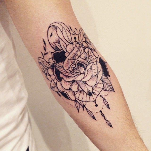 Plus de 1000 id es propos de tats sur pinterest tatouages haut du dos minuscules tatouages - Tatouage fleur dos ...