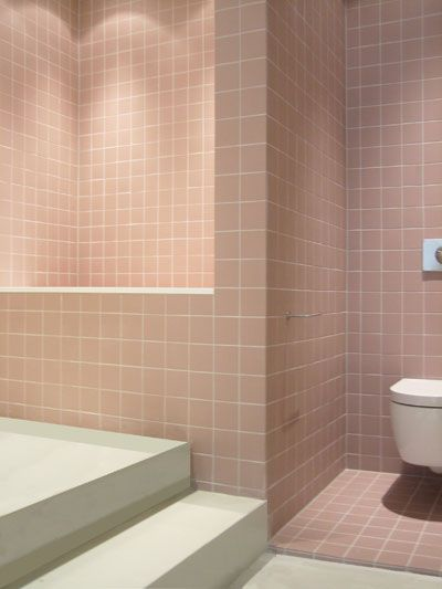 25 beste idee n over roze tegels op pinterest roze badkamertegels rebecca judd en vintage tegel - Betegelde rode badkamer ...