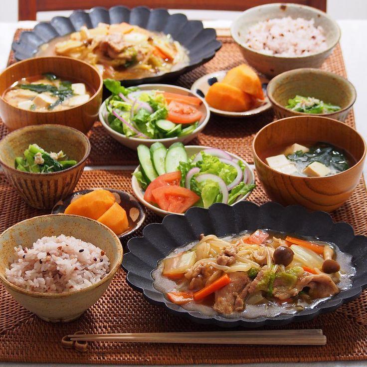 「2015/12/21 月 #晩ごはん ・ ✳︎八宝菜 ✳︎小松菜としらすの胡麻和え ✳︎サラダ ✳︎豆腐のお味噌汁 ・ ニュースにもなってたけど、今年の白菜は大きくて安い 昨日もお鍋にたっぷり使いました! 暫くは白菜のお世話になりそう〜 ・ コメントお返しお休みします いつもありがとうございます☺️ ・」