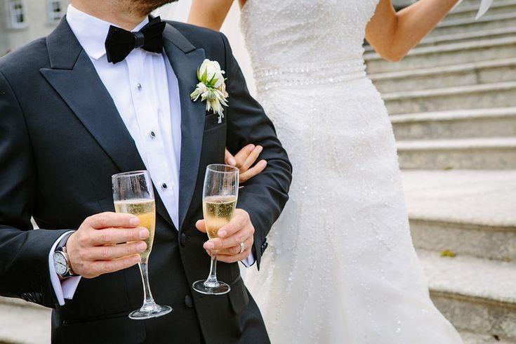 Nell'organizzazione di un #matrimonio spesso si tende a concentrarsi sulla #Sposa ma i nostri #weddingplanner dedicano la stessa dedizione allo #Sposo. I dettagli da considerare per l'abito per le nozze sono tanti. Partiamo dal tipo di abito alla cravatta, gemelli #boutonnière e tanti piccoli e anche poco visibili #accessori  che contribuiscono a far sentire lo #Sposo speciale e in armonia con il suo gusto. Venite a scoprire i nostri suggerimenti su www.eventovincente.com