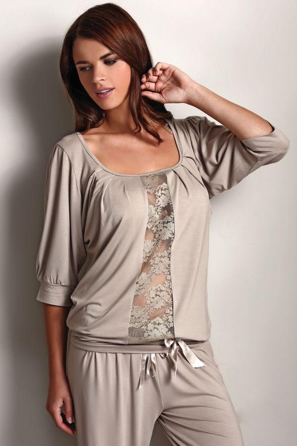 Włoska damska piżama SERENA z oryginalną koronką, wykonana ze 100% bambusowego włókna, zapakowana do pudełka podarunkowego.
