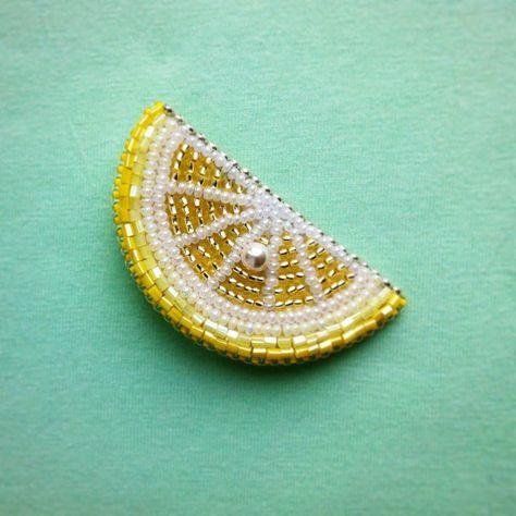 Брошь #лимон с жемчужной косточкой Swarovski #брошьлимон #брошьизбисера #аксессуары #подаркивгомеле
