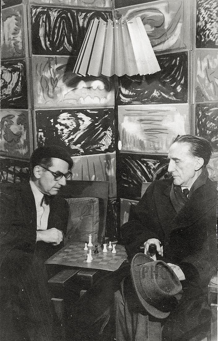 Man Ray y Duchamp jugando al ajedrez en París en 1960