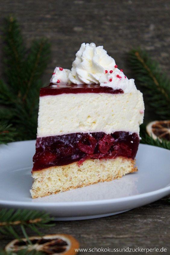 Leckeres Rezept für eine Torte aus Gewürzkirschen und Sahnecreme, das sich auch wunderbar für die Weihnachtstage eignet.