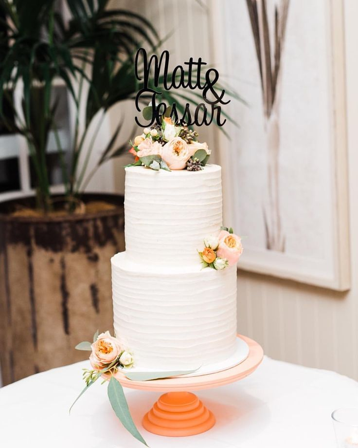 "14 Likes, 3 Comments - Hayley Hemingway (@mayandmintcakehouse) on Instagram: ""Loving this gorgeous photo of my cake one of my brides sent me 😍😍 Top tier was vanilla cake and the…"""