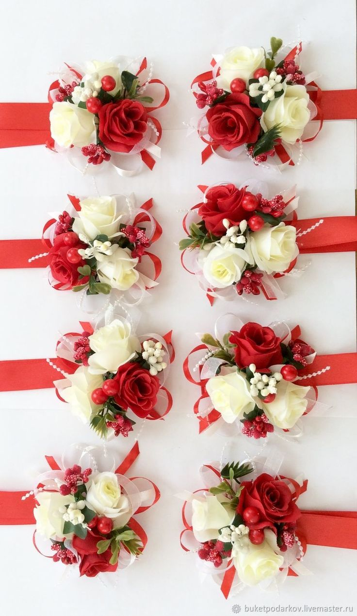 Купить или заказать Браслеты для подружек невесты ' Милена' в интернет-магазине на Ярмарке Мастеров. Как правило, подружки на свадьбу надевают платья одинакового цвета, в руках они держат небольшие букеты в тон букетам невесты. Но учитывая то, что у подружек в этот день множество забот, то, чтобы освободить их руки, часто используют свадебные браслеты для подружек невесты. Необычный аксессуар не ограничивает движений девушек, они запросто могут поправить причёску или платье невесты, п...