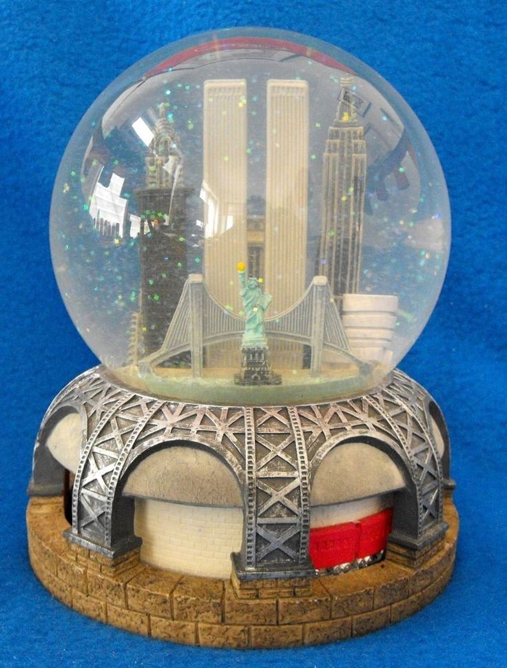 Vintage BLOOMINGDALE'S New York City Musical SNOW GLOBE WTC Twin Towers