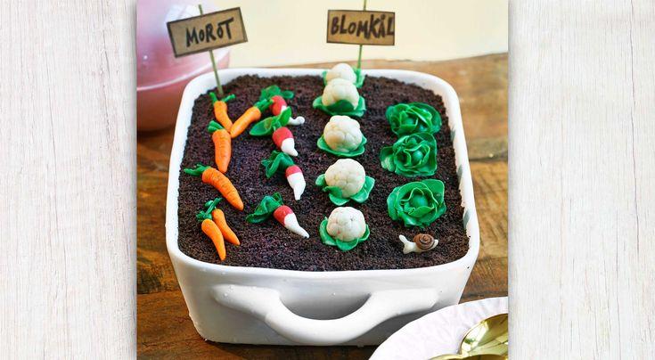 Recept på glasstårta med grönsaksland. Supergod glass utan glassmaskin! Smaken påminner om glassen cookies n'cream. Äggvitor går bra att frysa.