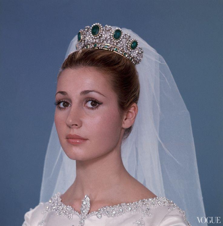 María del Carmen Martínez-Bordiú y Franco wearing the Franco Emerald Tiara, Spain (emeralds, diamonds, gold). In 1972, she married Prince Alfonso de Borbón, Duke of Anjou and Cádiz, Grandee of Spain. Photographed by Raymondo De Larrain, Vogue, May 1972