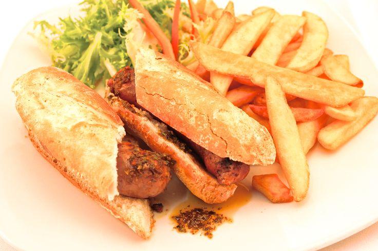 """"""" Menù Choripan """" € 12,00.- ( Panino/Baguette con salsiccia alla griglia e patate fritte + 1/2 Acqua Minerale )"""