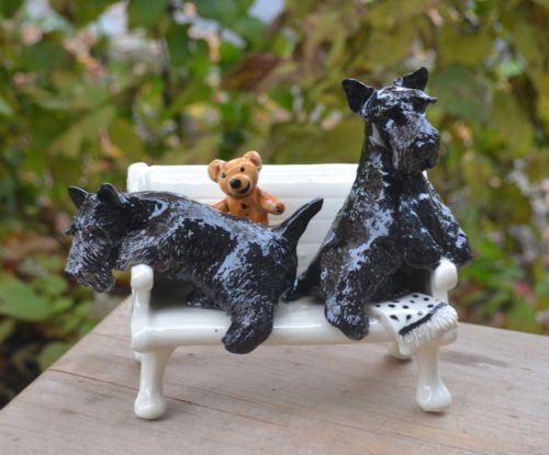 Scottish-terrier-Handsculpted-ceramic-Bench-LOOK