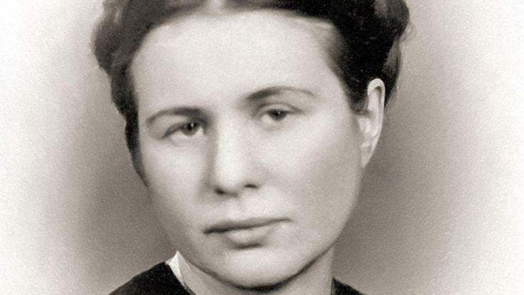 Anna Bikont o Irenie Sendlerowej: Kto uratował jedno życie, uratował cały świat. Ale dla polskiego ego przyjemnie mieć takie wielkie liczby [WYWIAD]