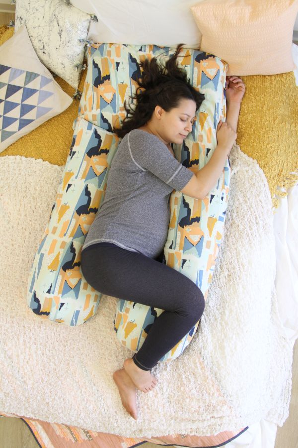 Free Tutorial for awesome DIY Pregnancy Pillow