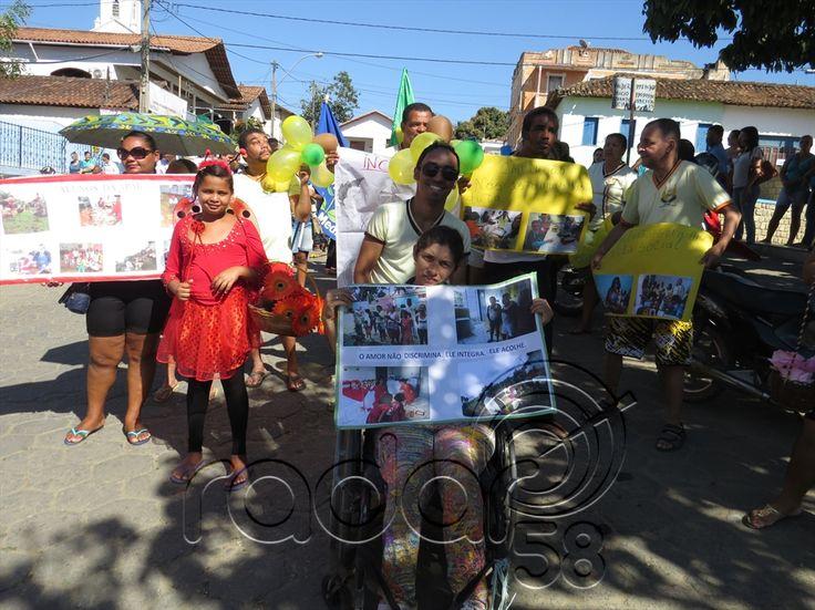 Escola em Medeiros Neto faz mobilização sobre o 'Dia Nacional de Luta da Pessoa com Deficiência'