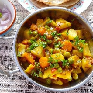 Cook a cheap vegetarian curry and imagine that you can afford restaurants. | 15 Easy And Healthy Meals For When You're Completely Broke