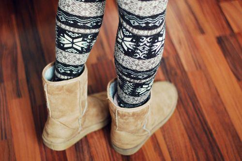 leggings and uggs winter fashion | Tumblr