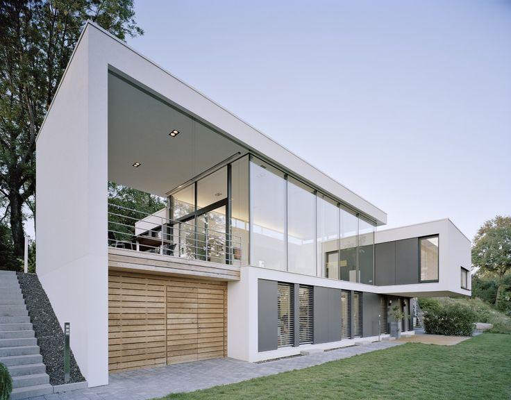 Durch Die Lage Am Hang War Es Für Die Architekten Eine Spannende Aufgabe,  Eine Familienfreundliche Und Zugleich Hochmoderne Immobilie Zu Erschaffen.